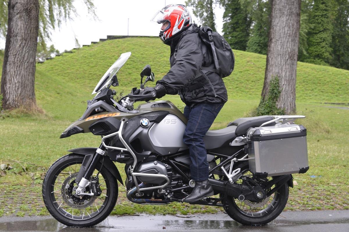 La Bmw R 1200 Gs Adventure Met Elle Aussi De L Eau Dans Son Moulin Actu Moto