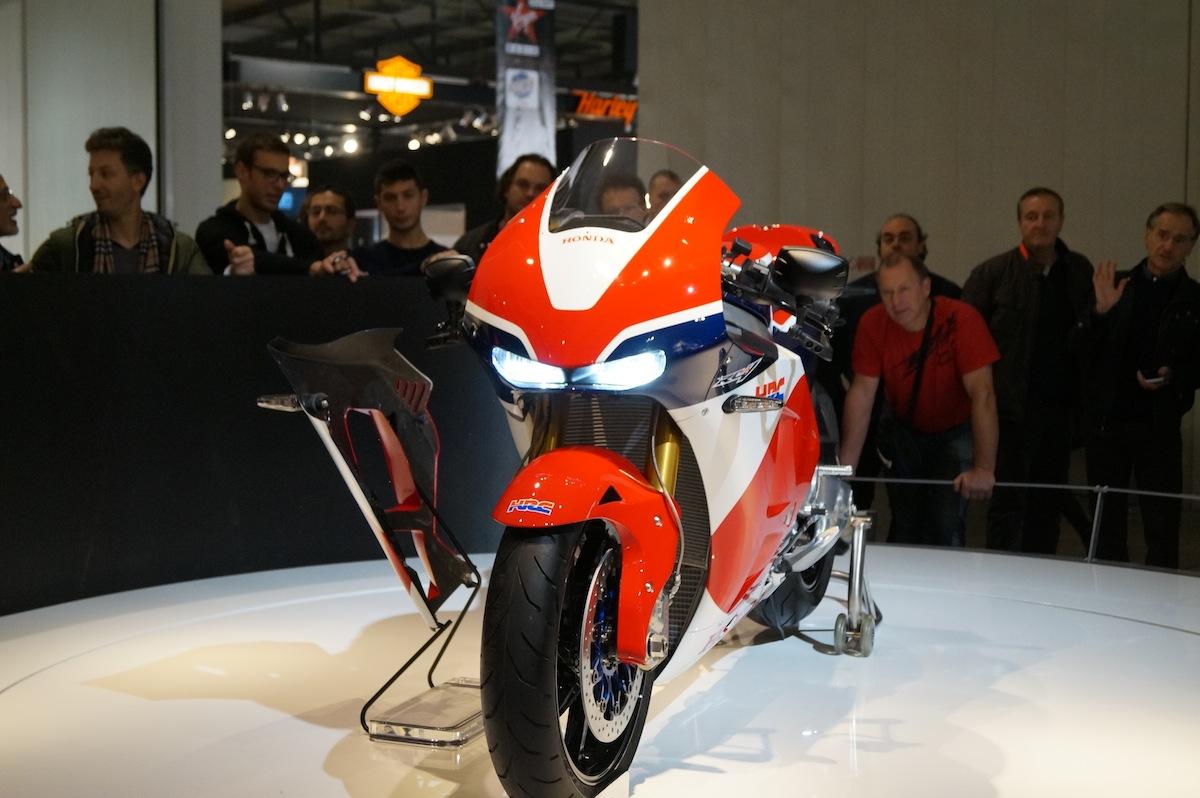 Chez Honda, on se presse pour décortiquer les détails du prototype RC213V-S.