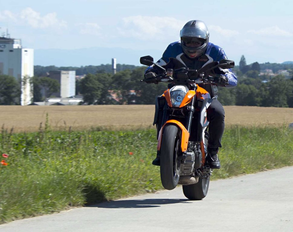 super duke 1290  la star diabolique de ktm