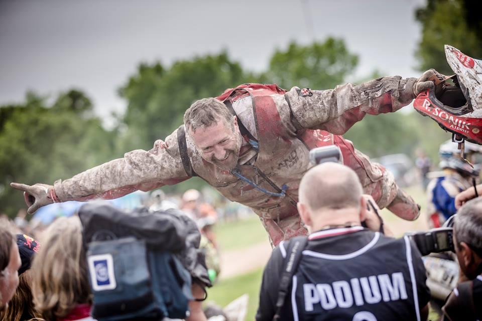 Rafal Sonik, vainqueur 2015, encore plein de la boue de la dernière étape.