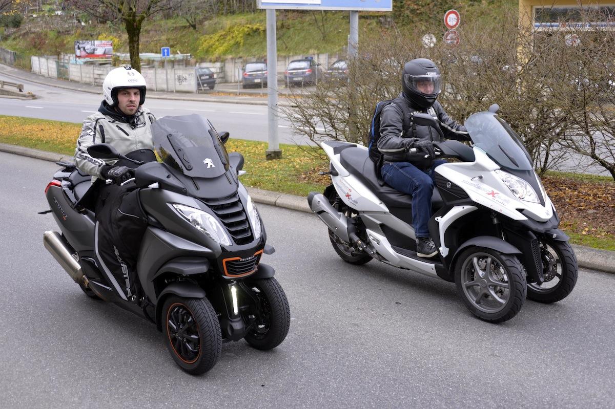 Le Peugeot (à gauche), malgré les apparences, est plus performant en accélérations pures.