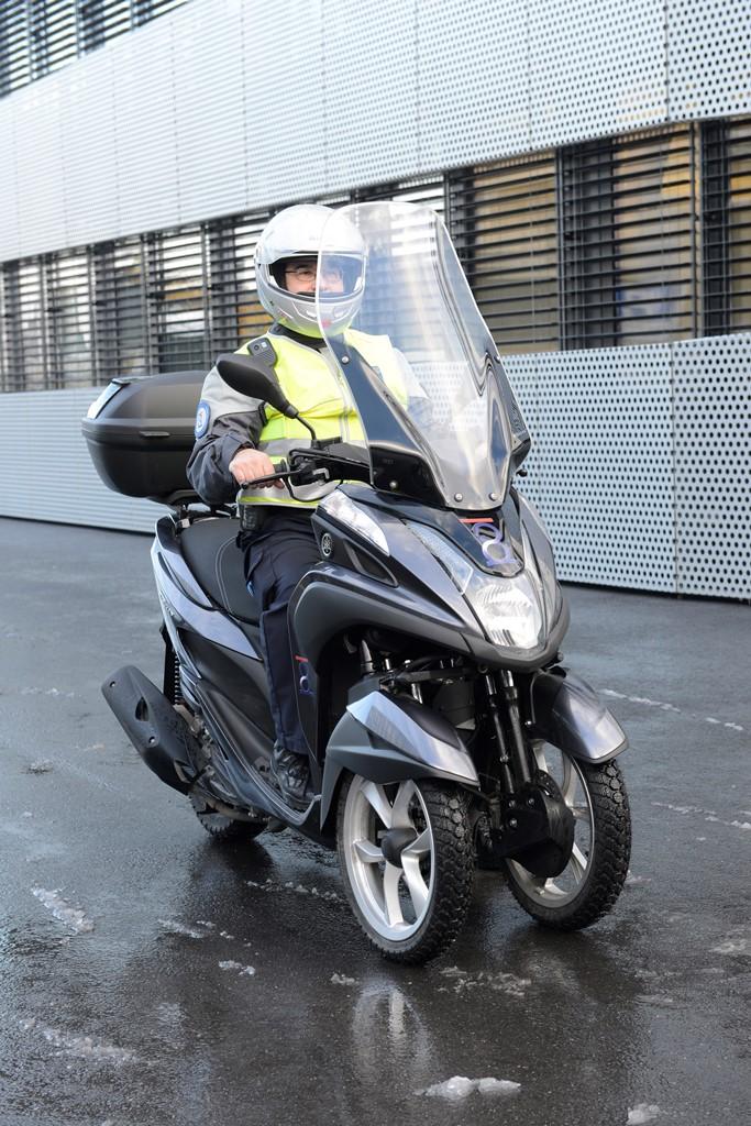 Le Tricity permet aux assistants de police de couvrir du terrain par tous les temps avec plus de sécurité qu'un scooter classique.