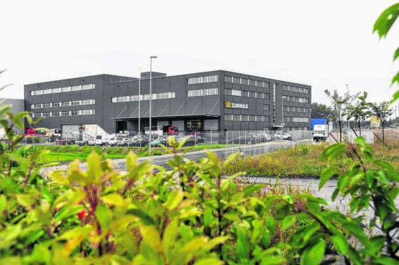 Moteo (Suzuki, Peugeot et Sym) a son nouveau quartier général dans ce bâtiment, propriété de Zumwald transports et logistique, à Avenches.