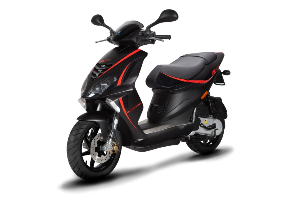 piaggio et aprilia renouent avec leurs actions scooter cash actu moto. Black Bedroom Furniture Sets. Home Design Ideas