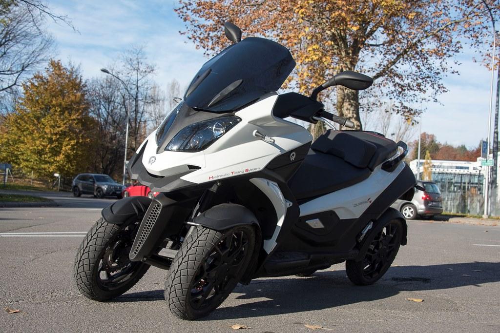quadro quattro quatre roues certains avantages de la voiture et ceux du scooter actu moto. Black Bedroom Furniture Sets. Home Design Ideas