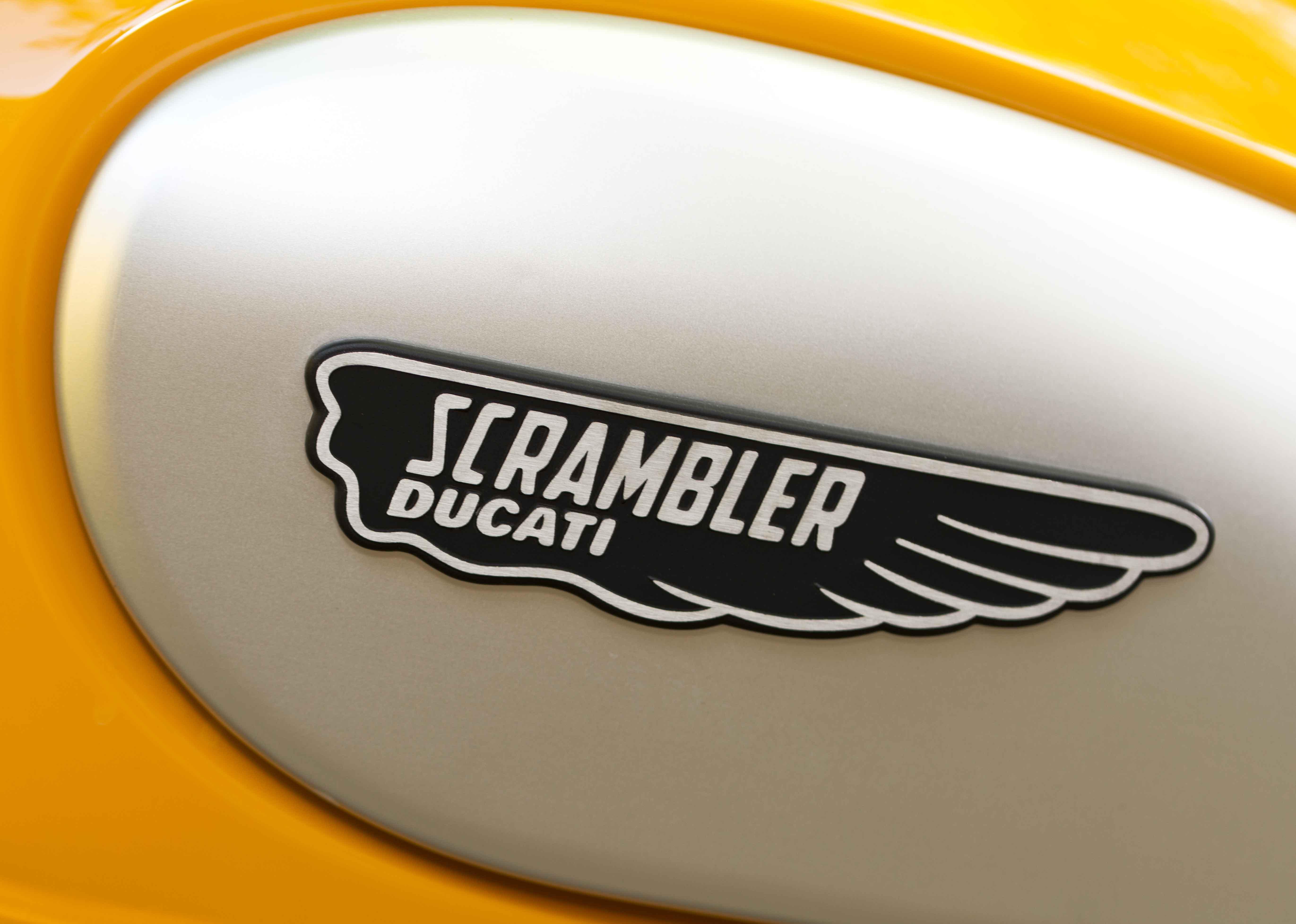 comparo_vintage_2016_ducati_scrambler_800_logo