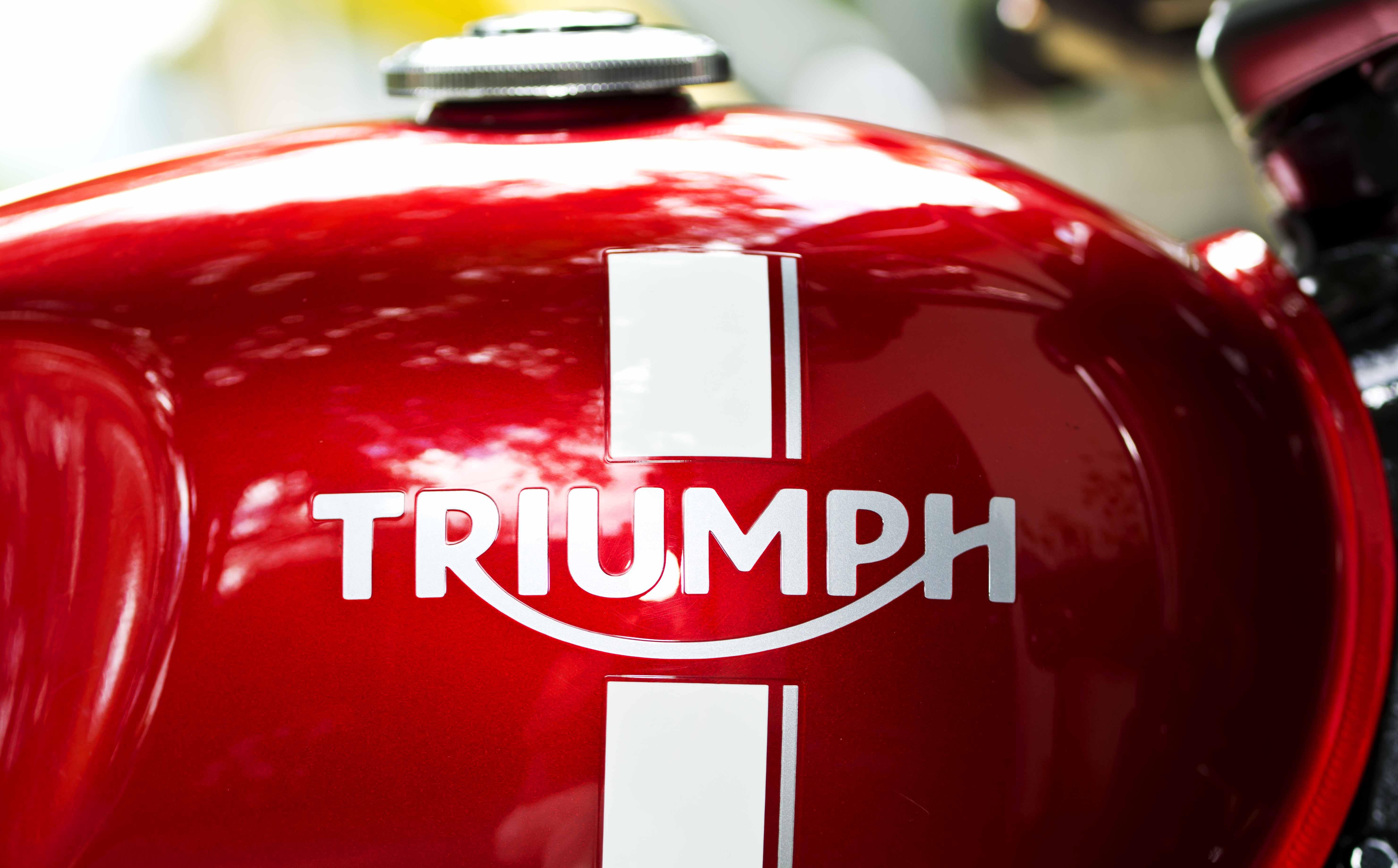 comparo_vintage_2016_triumph_street_twin_logo
