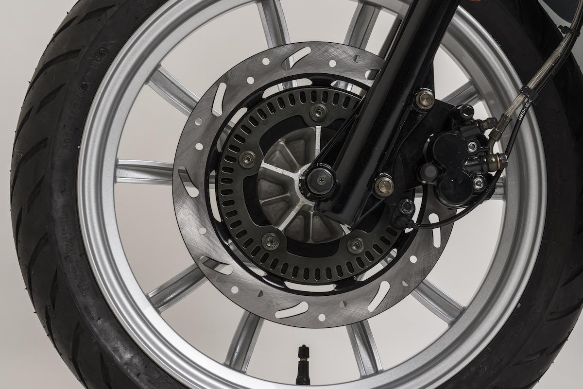 Une roue avant au dessin unique.