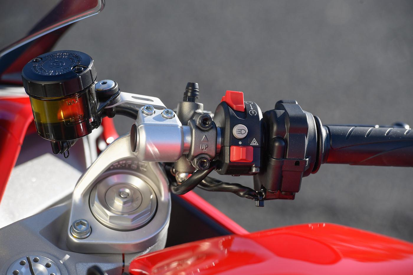Ducati_Supersport_smalldet10