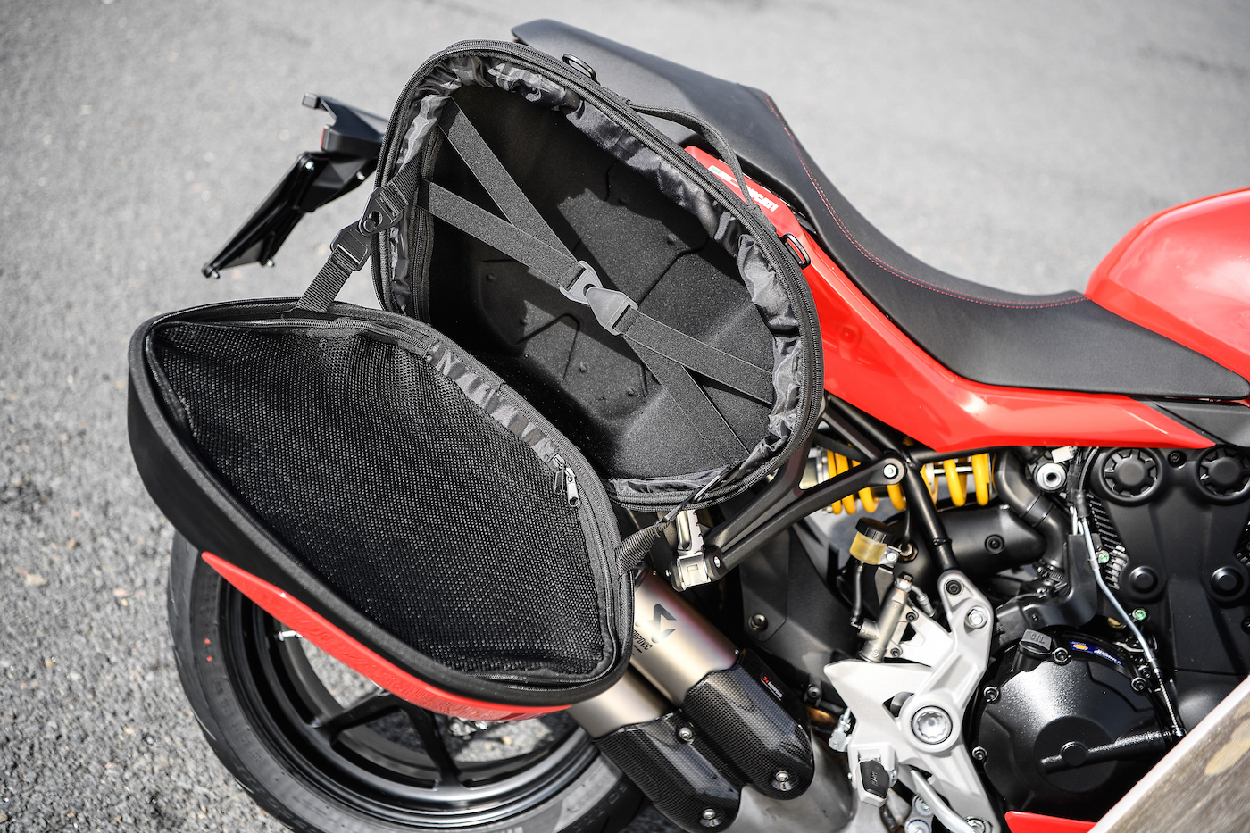Ducati_Supersport_touring_smalldet1