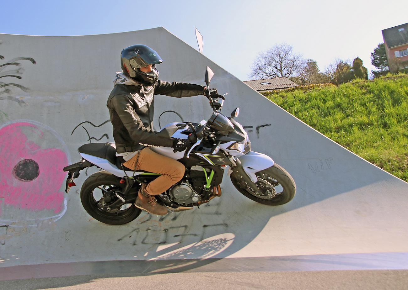 Kawasaki_Z650_action_small2