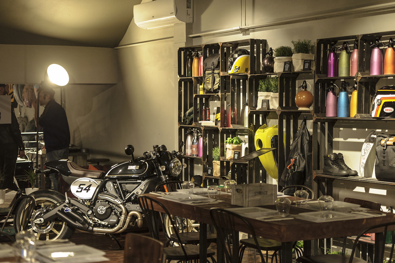 Ducati_Scrambler_CafeRacer_smallAmbience1