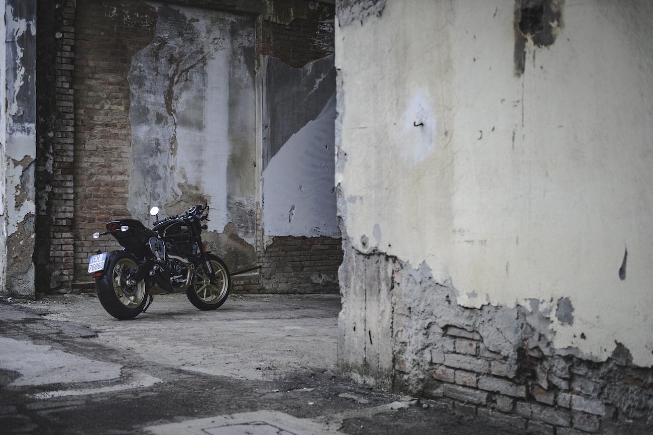 Ducati_Scrambler_smallCafeRacerStatic_11