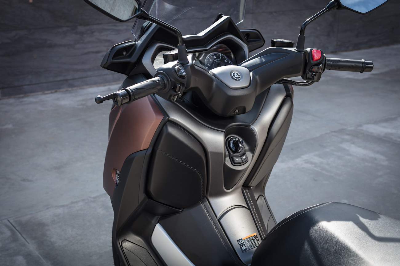 Yamaha_X-MAX300_Det_small2