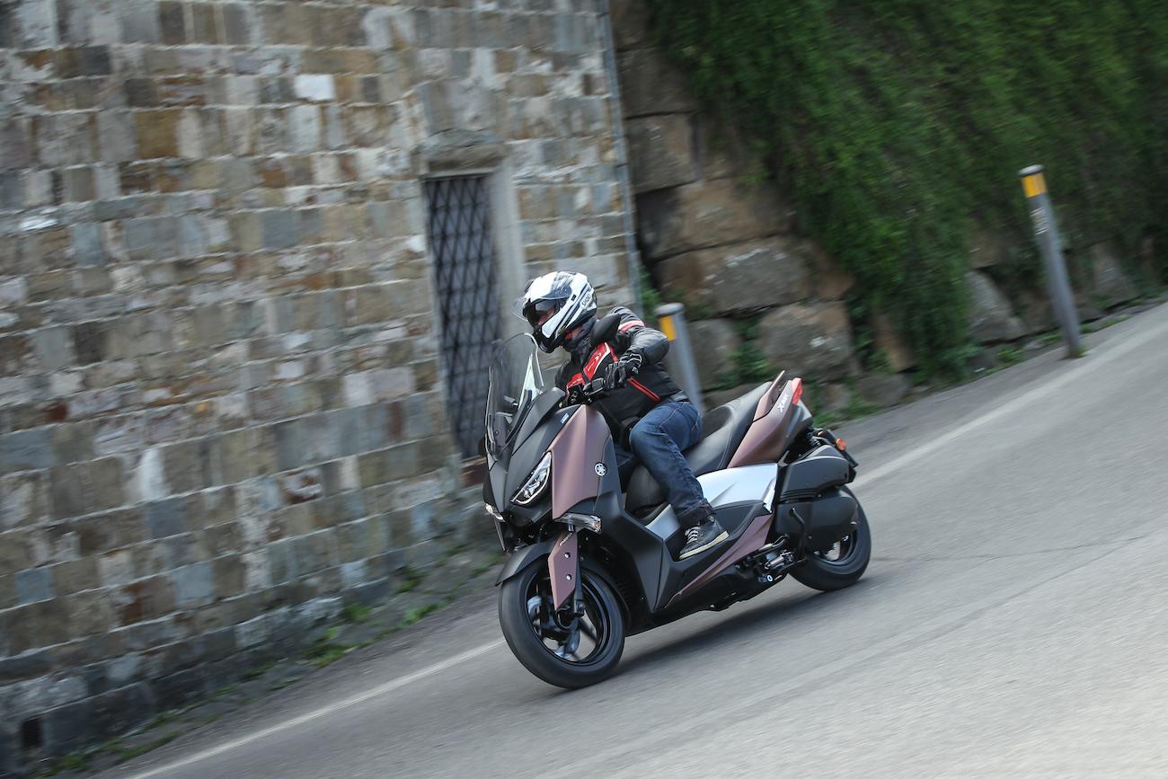 Yamaha_X-MAX300_small3