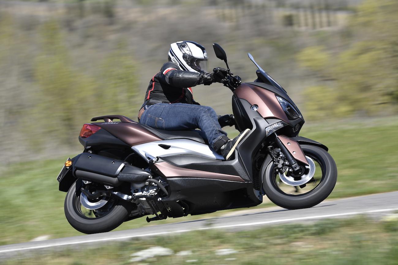 Yamaha_X-MAX300_small8