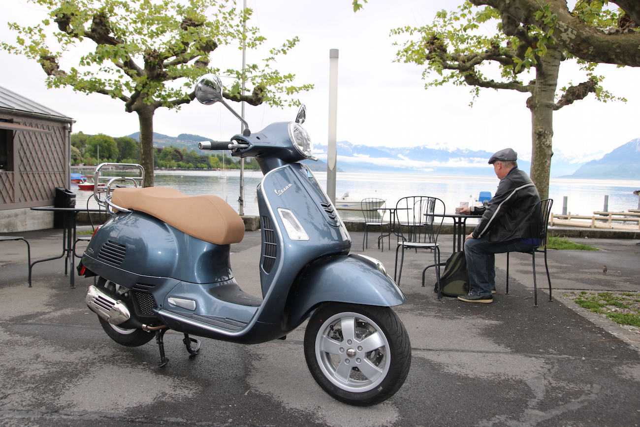 Vespa_GST125_017_stat_small_1