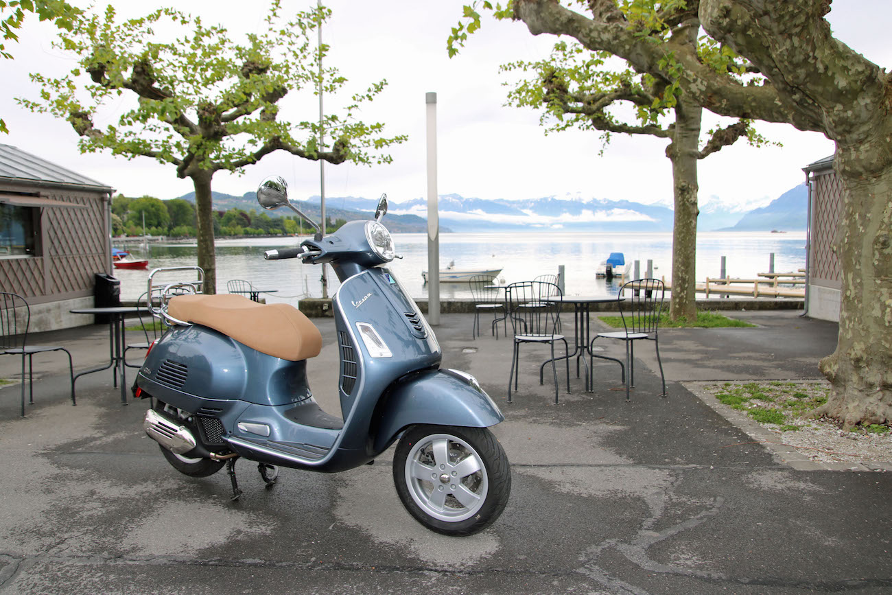 Vespa_GST125_017_stat_small_2
