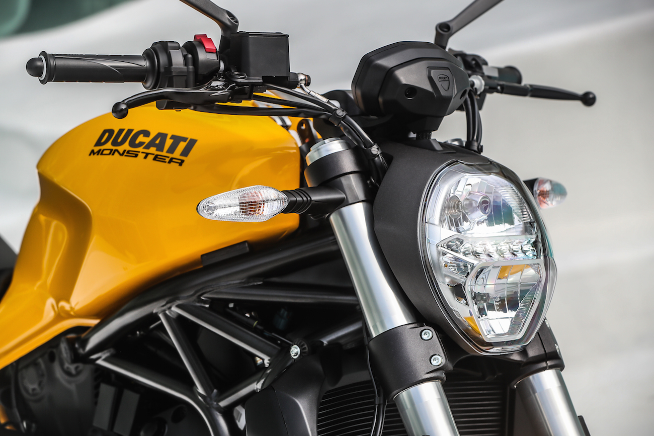 Ducati_Monster821_STATIC_smalldet45