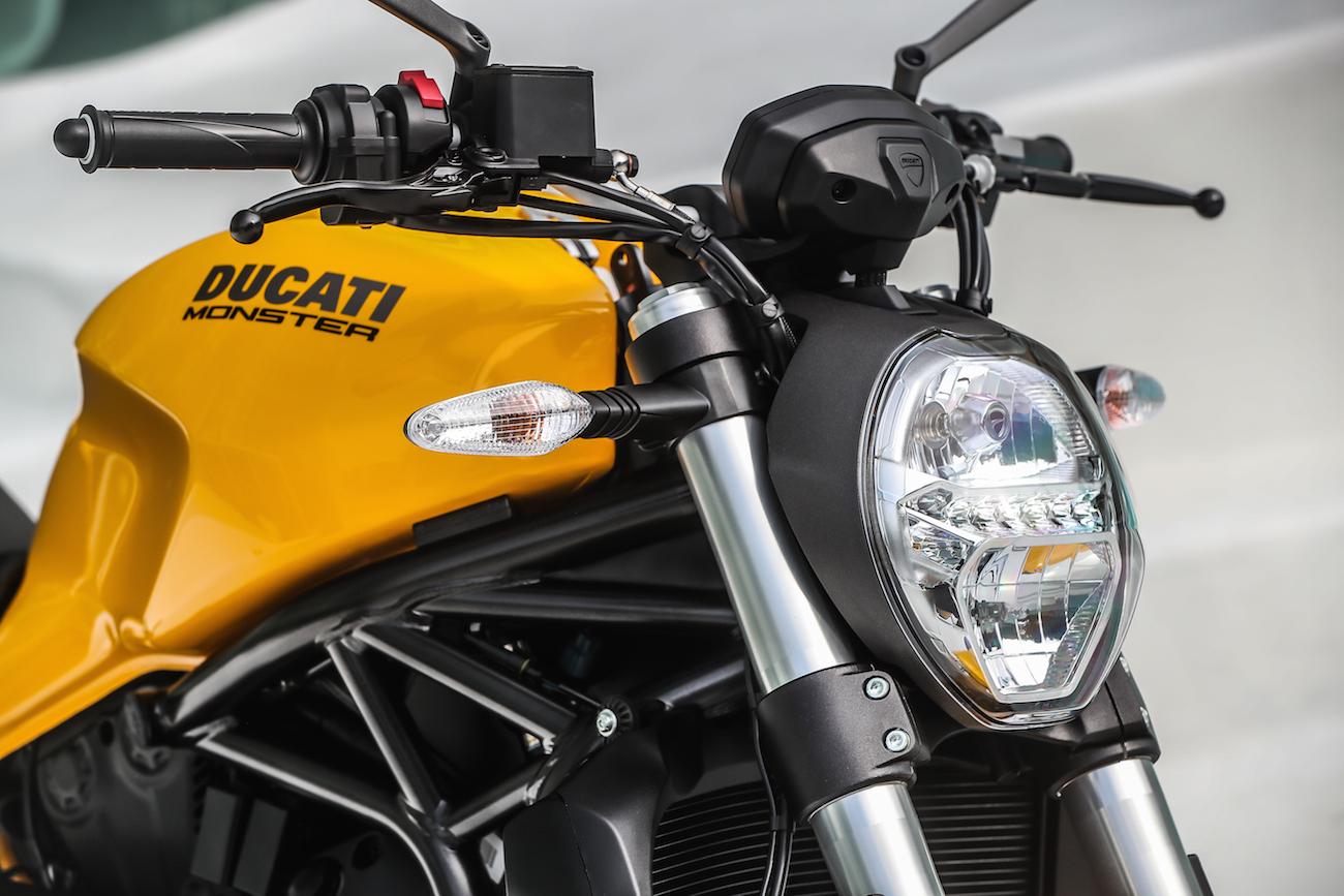 Ducati_Monster821_STATIC_smalldet45