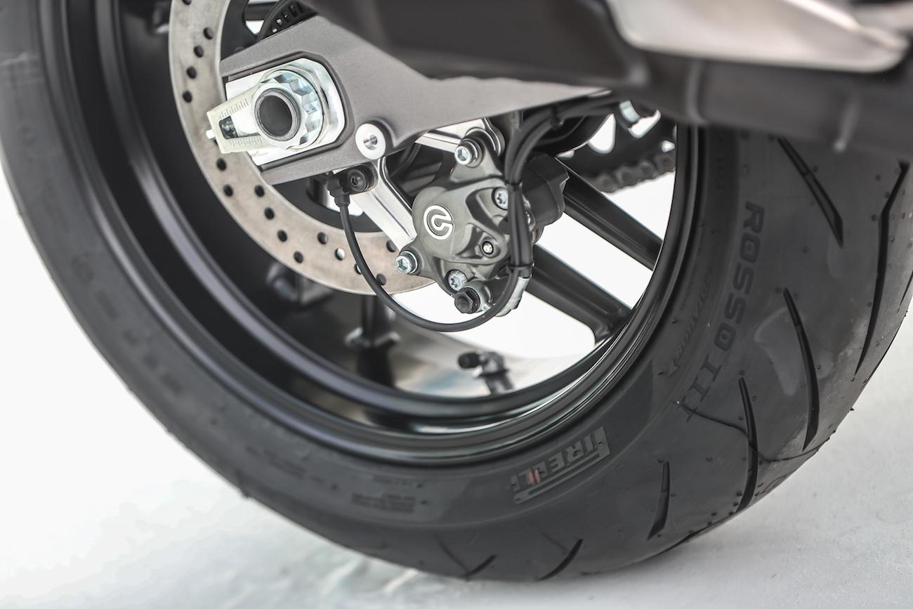 Ducati_Monster821_STATIC_smalldet49