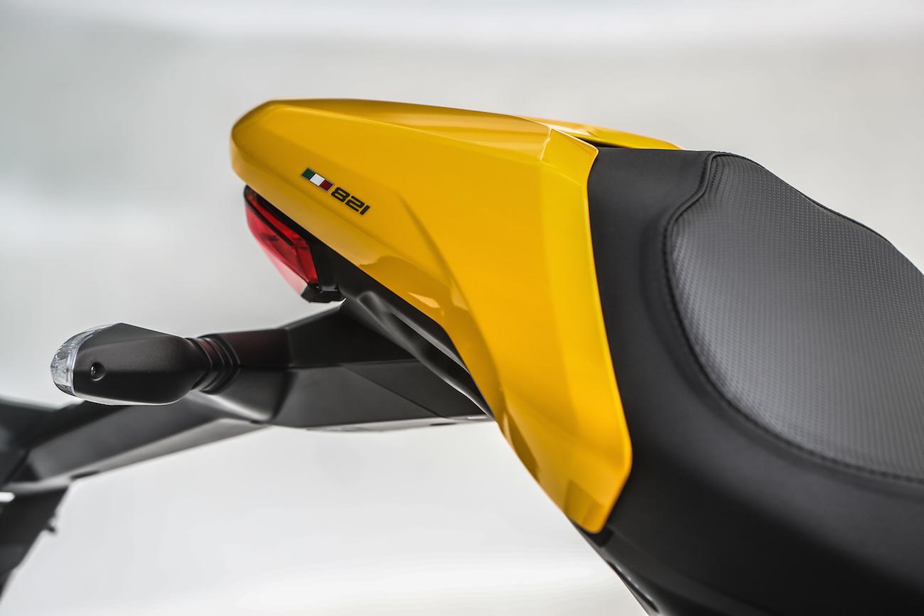 Ducati_Monster821_STATIC_smalldet50