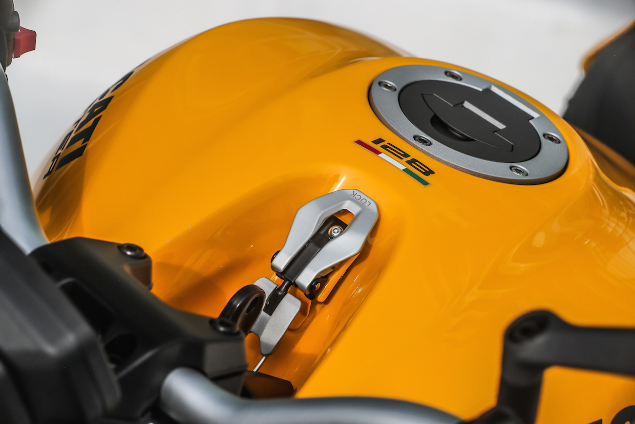 Ducati_Monster821_STATIC_smalldet57