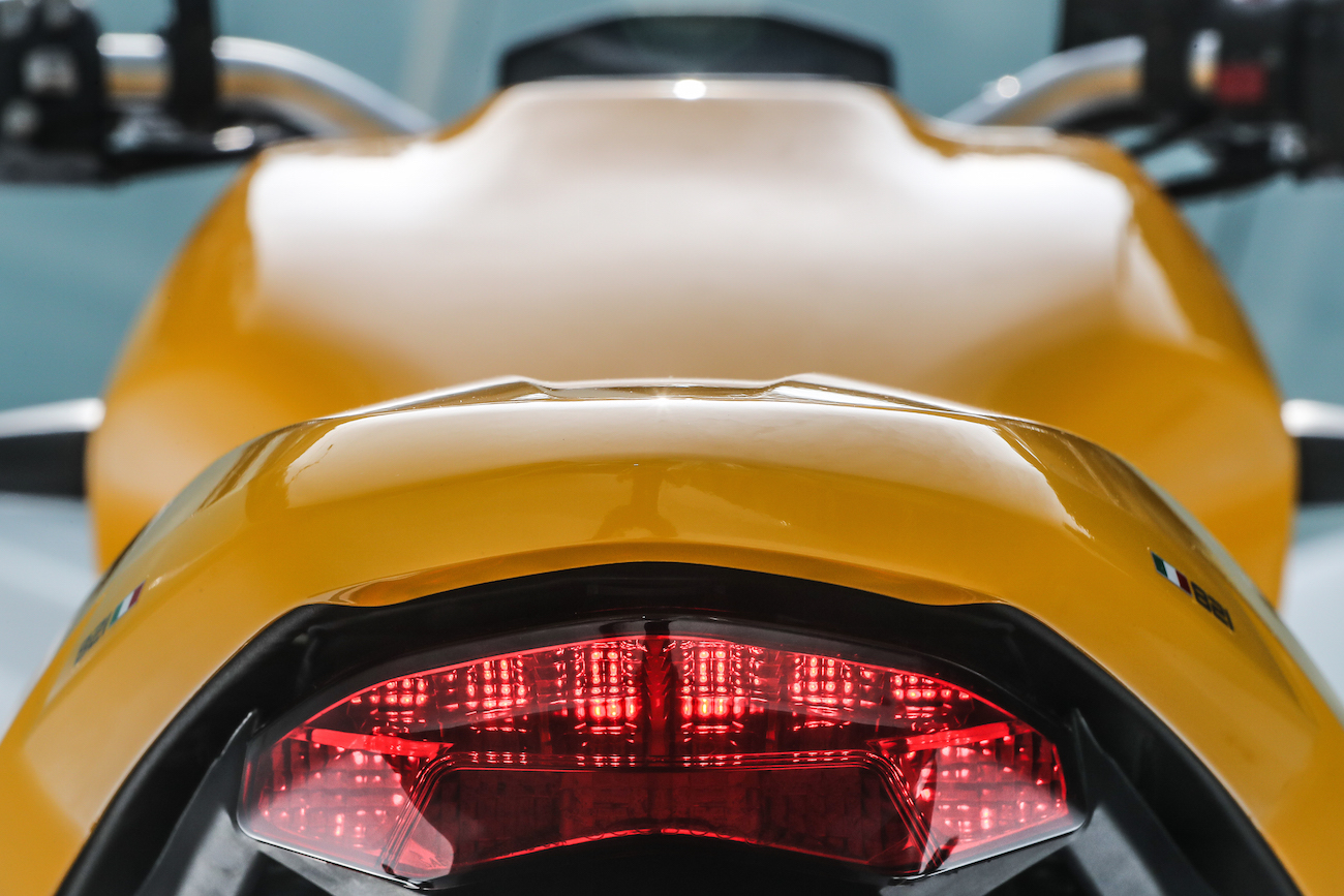Ducati_Monster821_STATIC_smalldet81