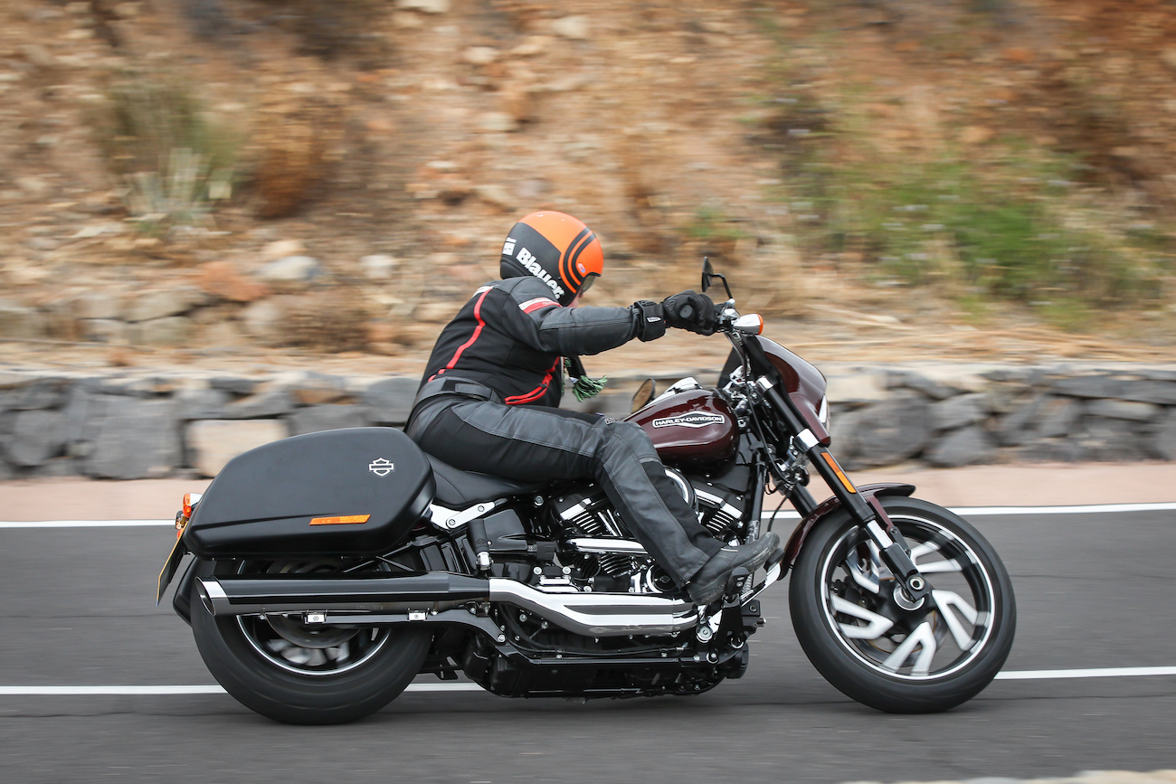 Harley_Sport_Glidesmall_dynacherryfairing3