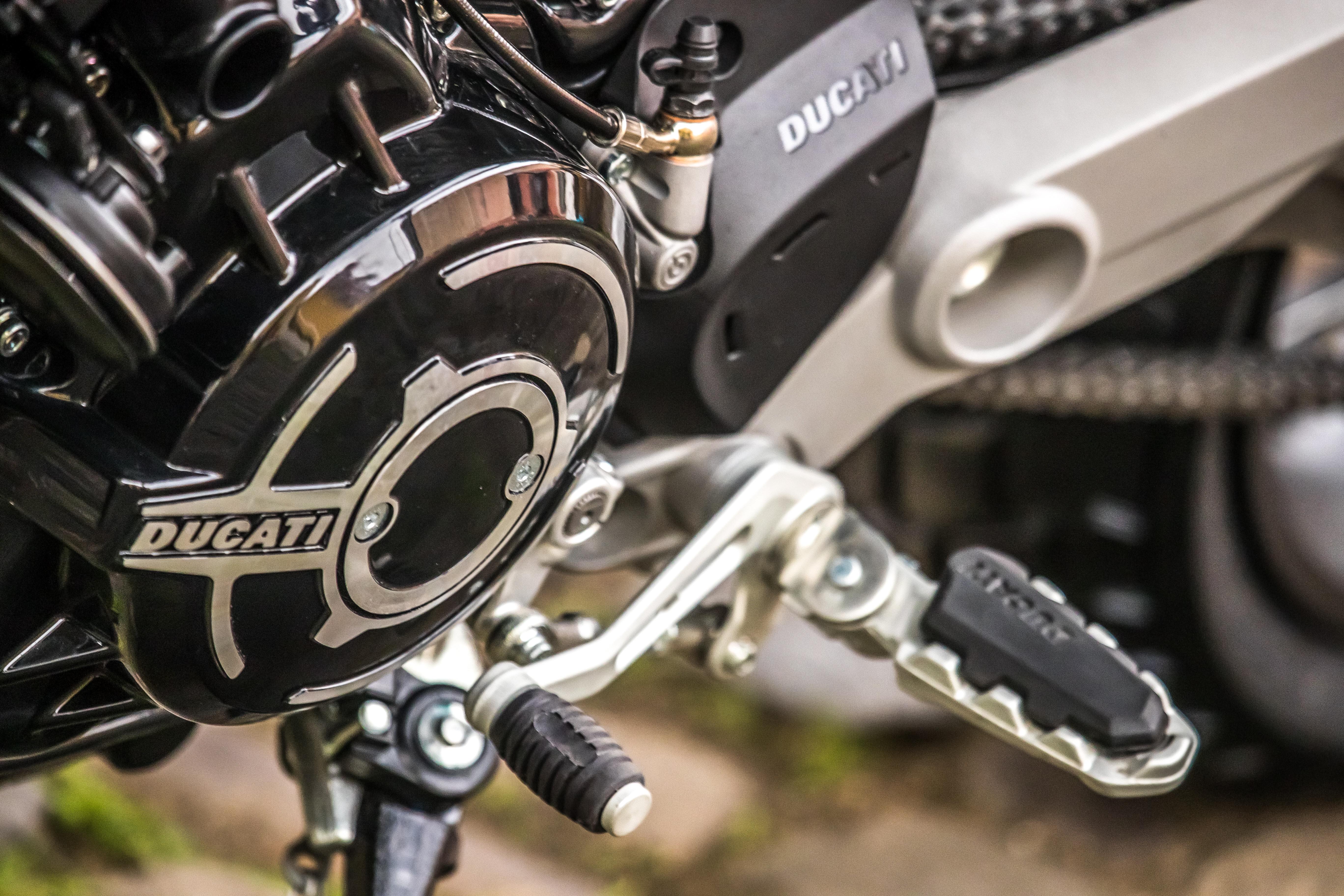 Scrambler_Ducati_1100small_Special_Static_058