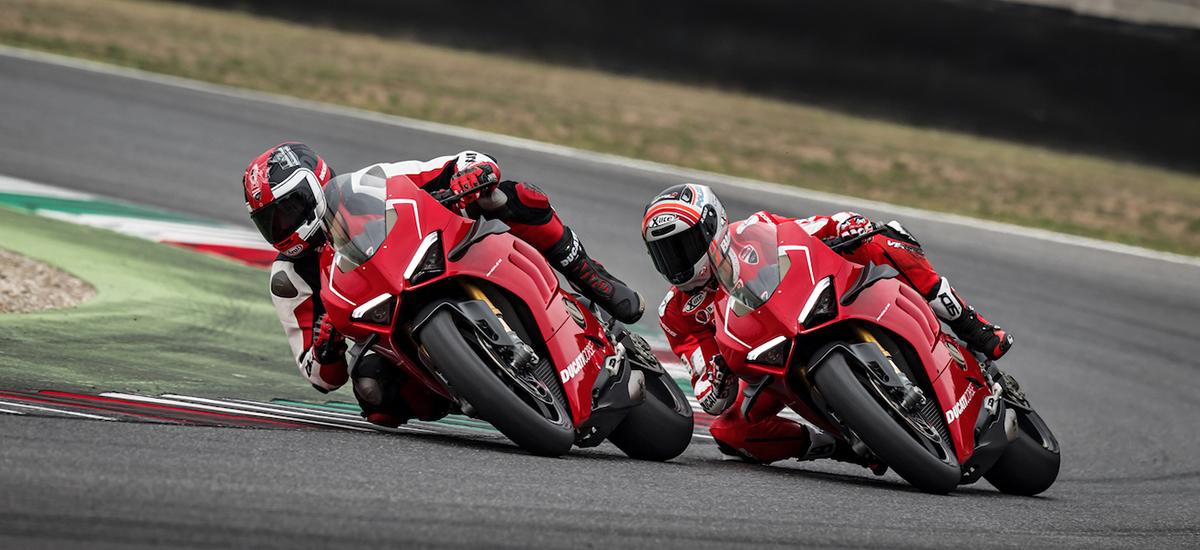 Après la Ducati V4 de route, voici la Panigale V4 R faite pour la course