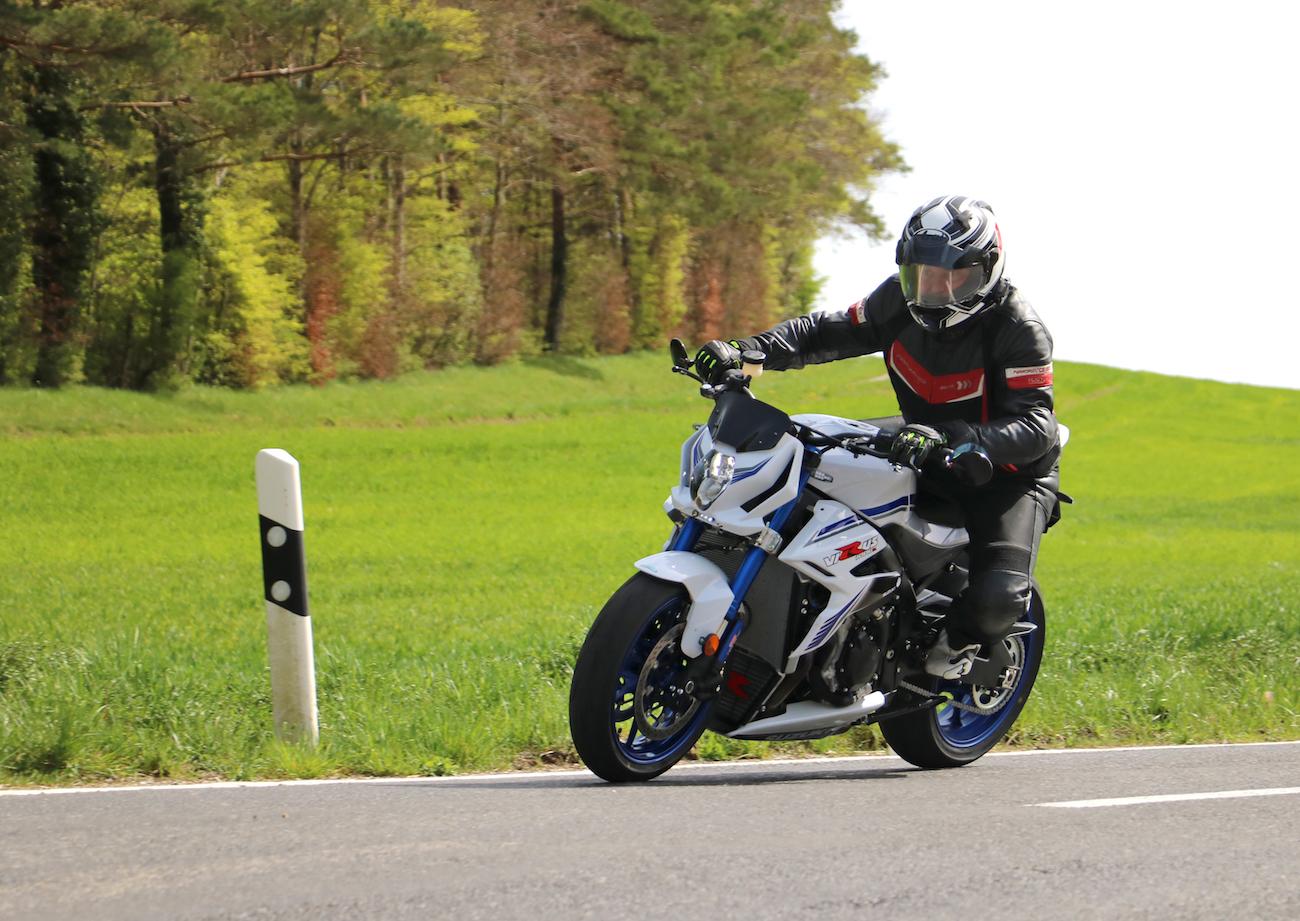 Suzuki Virus 1000 R