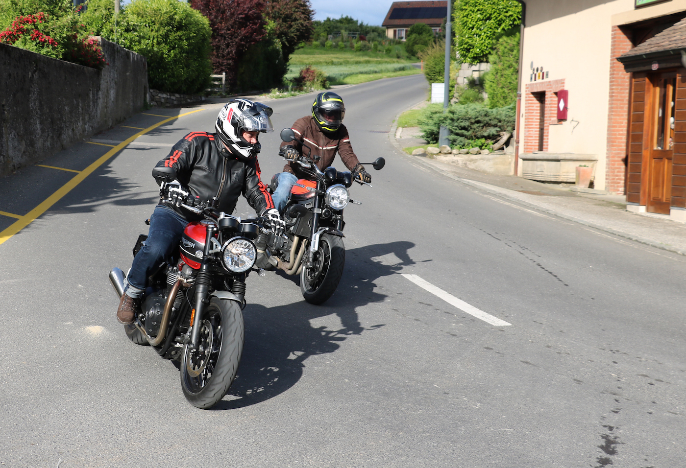 Speed Twin contre