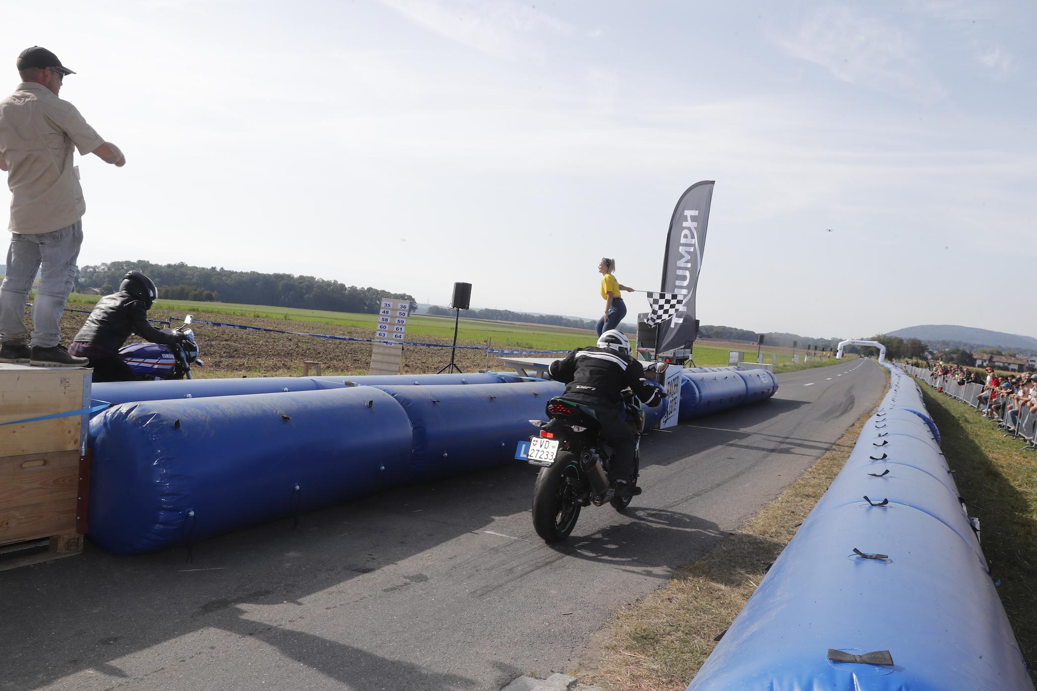 RacerLacote_019small_Kawasaki_9RL9937