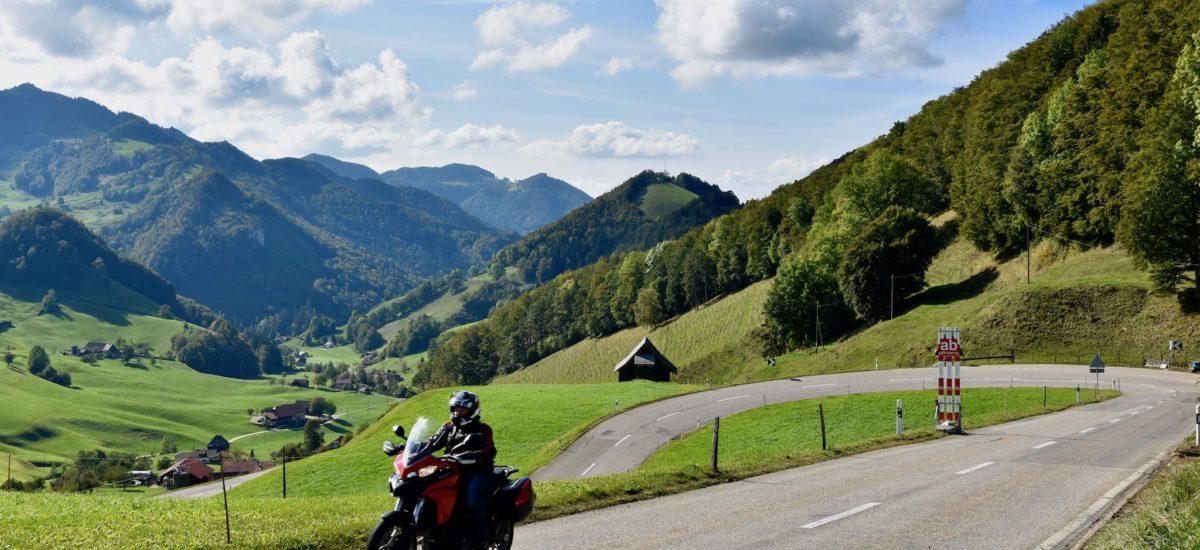 De Bienne à St-Blaise, via Delémont, le Passwang et la montagne de Granges