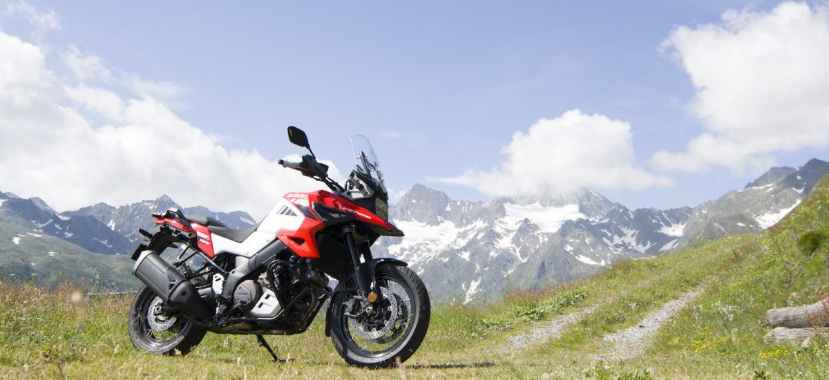 La Suzuki V-Strom 1050 rend hommage à la DR Big