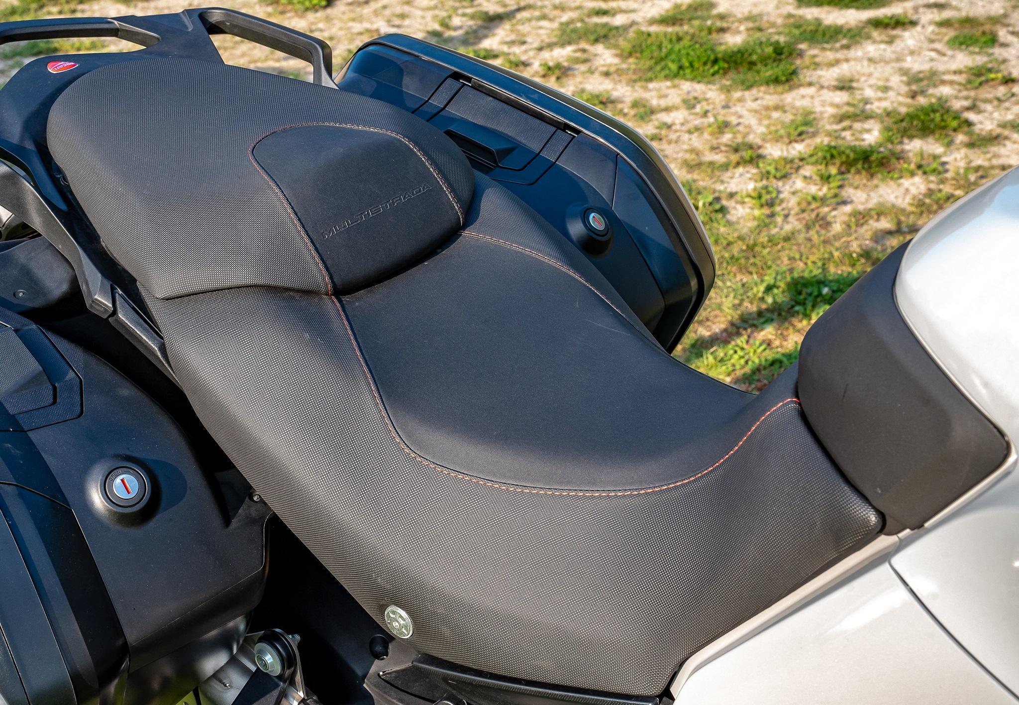 Comparatif Ducati Multistrada 960 S Kawasaki Versys 1000 SE Actumoto.ch (c) Mathias Deshusses
