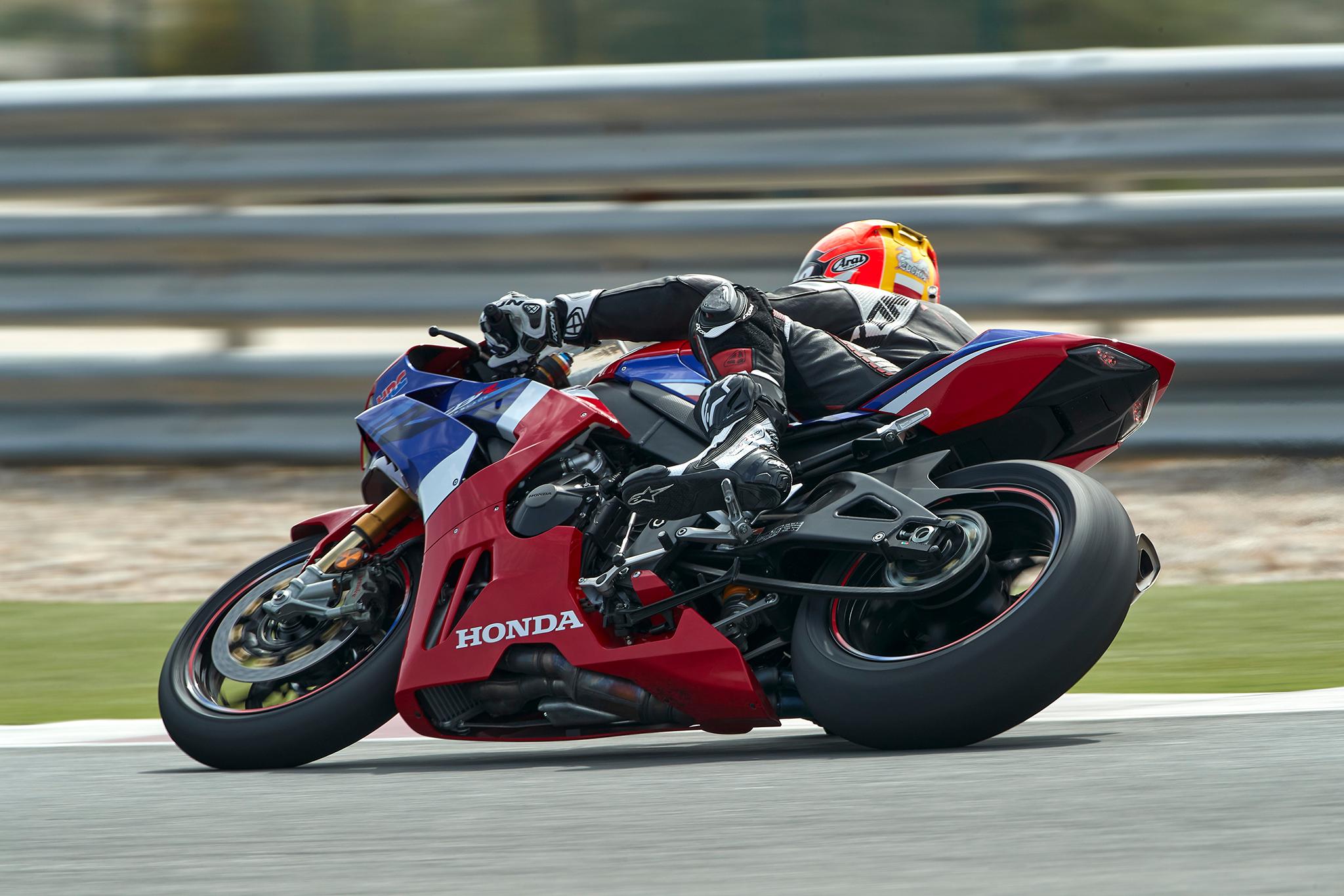 Honda_CBR_1000_RR-R_Firebladesmall_4153