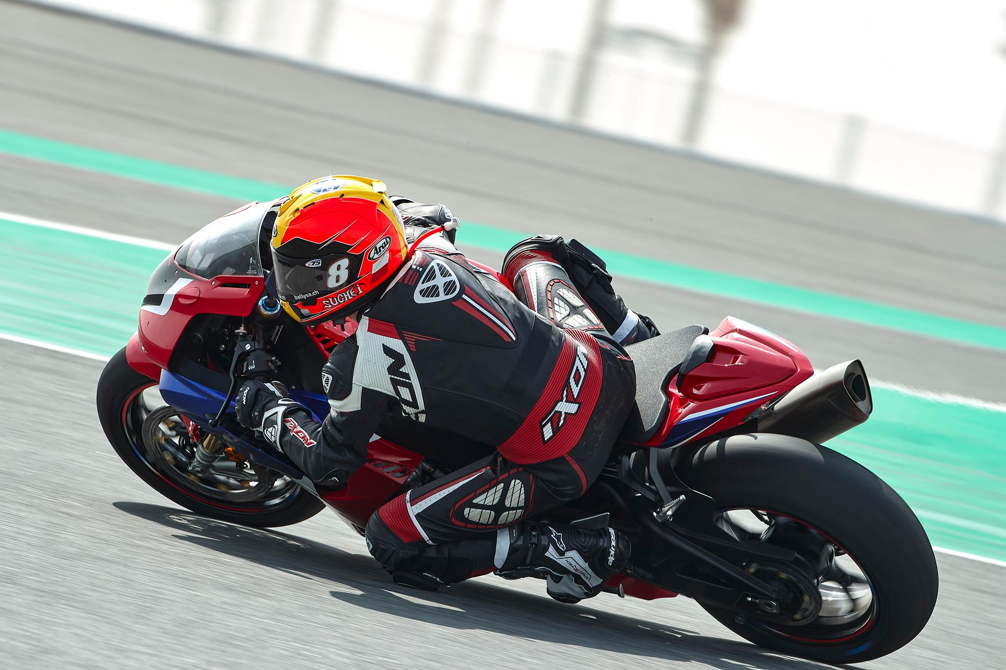 Honda_CBR_1000_RR-R_Firebladesmall_4160