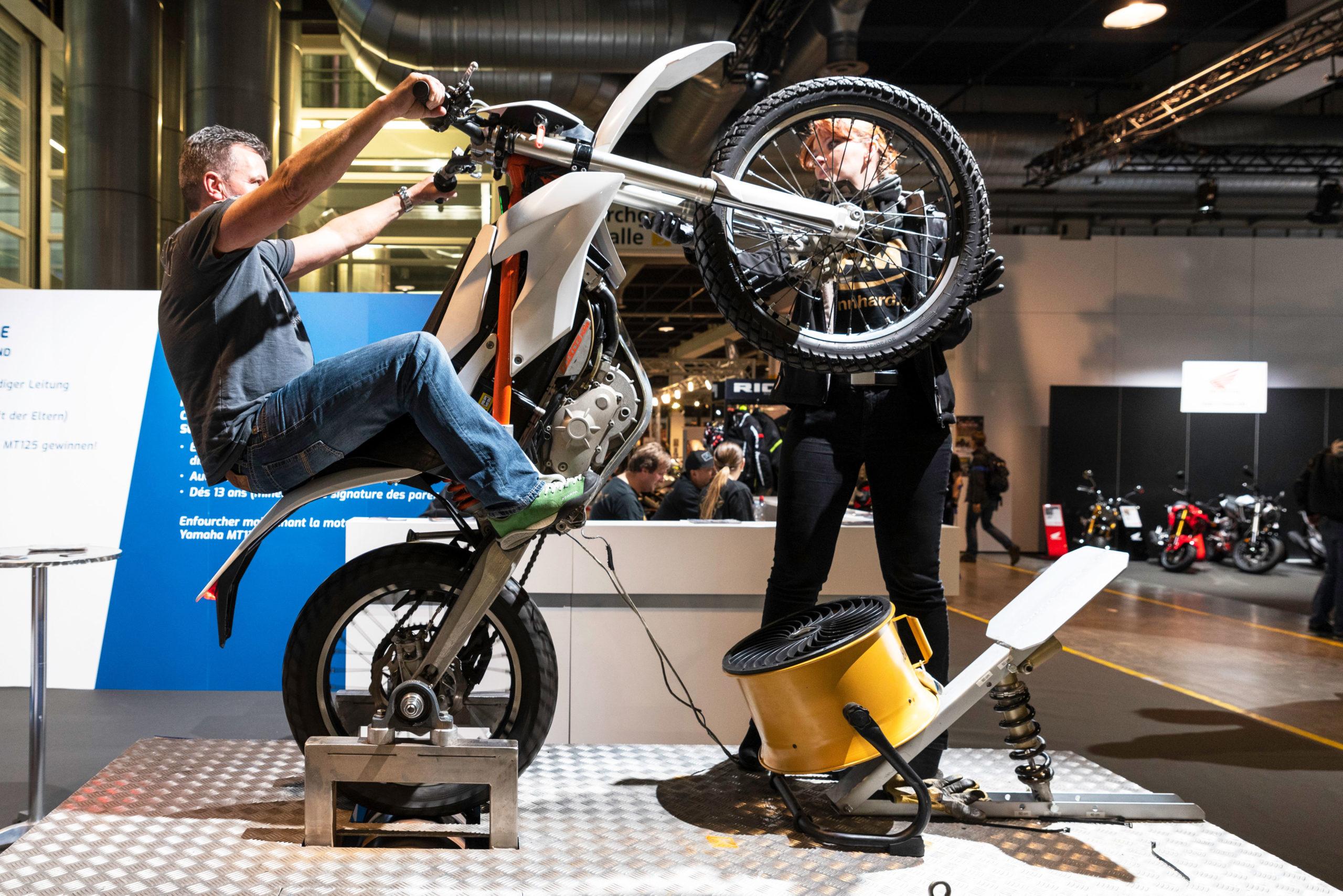 Salon moto 24