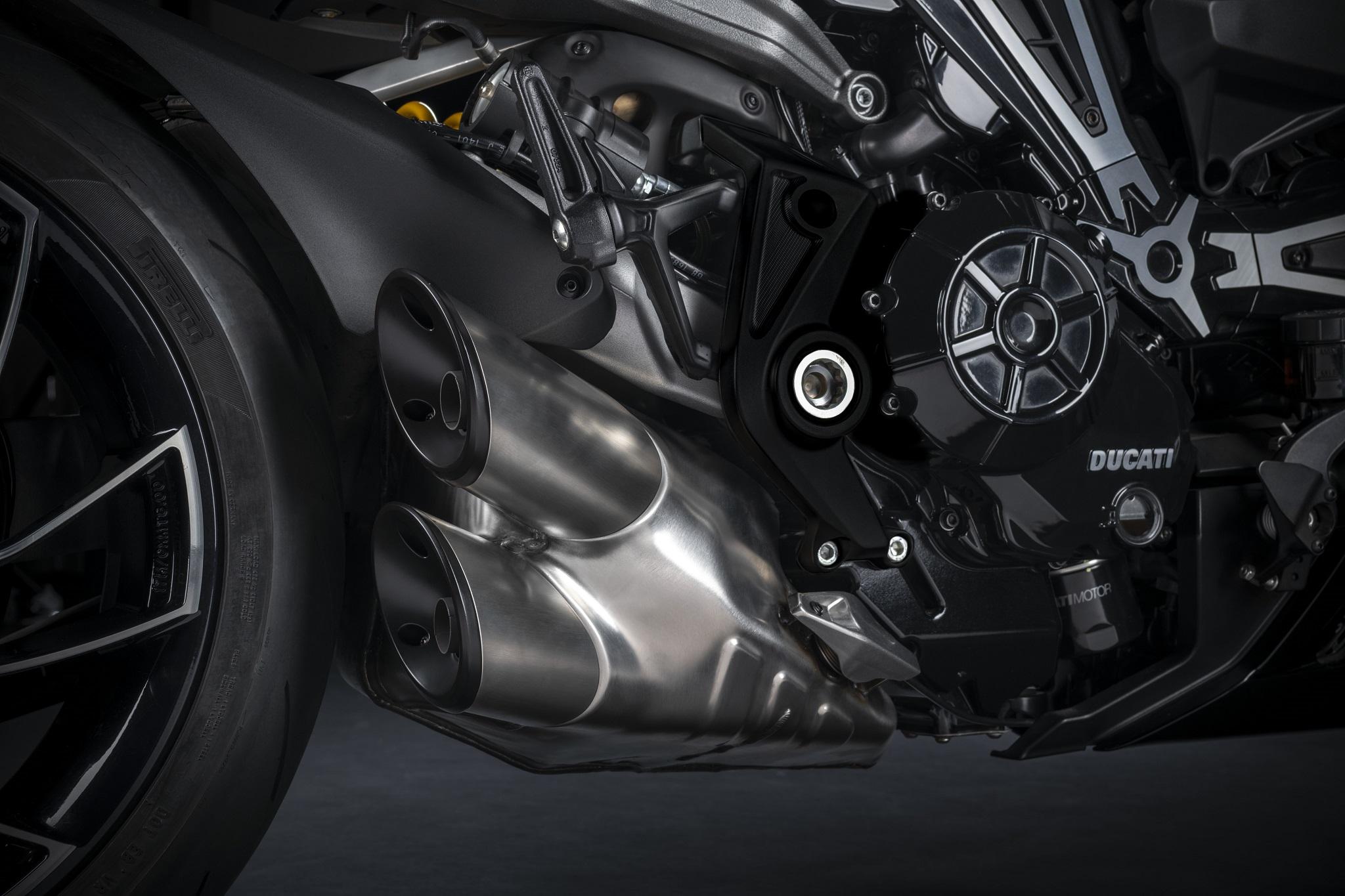 Ducati X-Diavel - Plus de puissance et nouveaux coloris, Dark, Diavel, Black Star, jantes, poids, prix, DTC, DPL, LED
