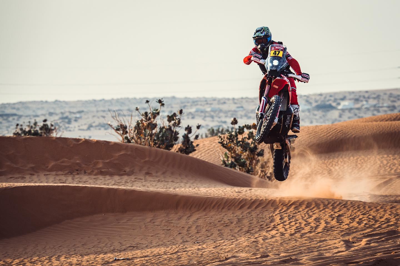 Dakar 2021 – 5ème étape: navigation ardue, Kevin Benavides, victoire, Toby Price, KTM, Honda, Husqvarna, piste, étape, spéciale