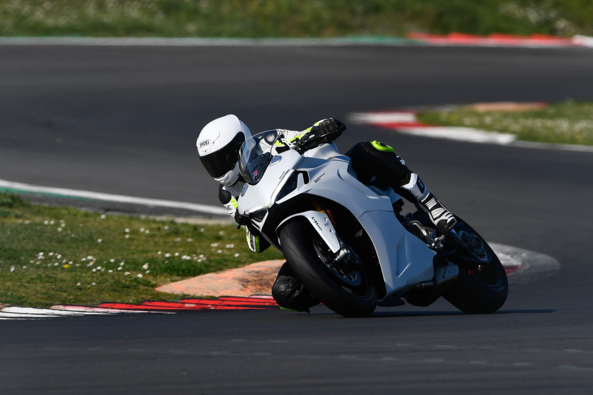 Ducati_SuperSport_950_2021-1
