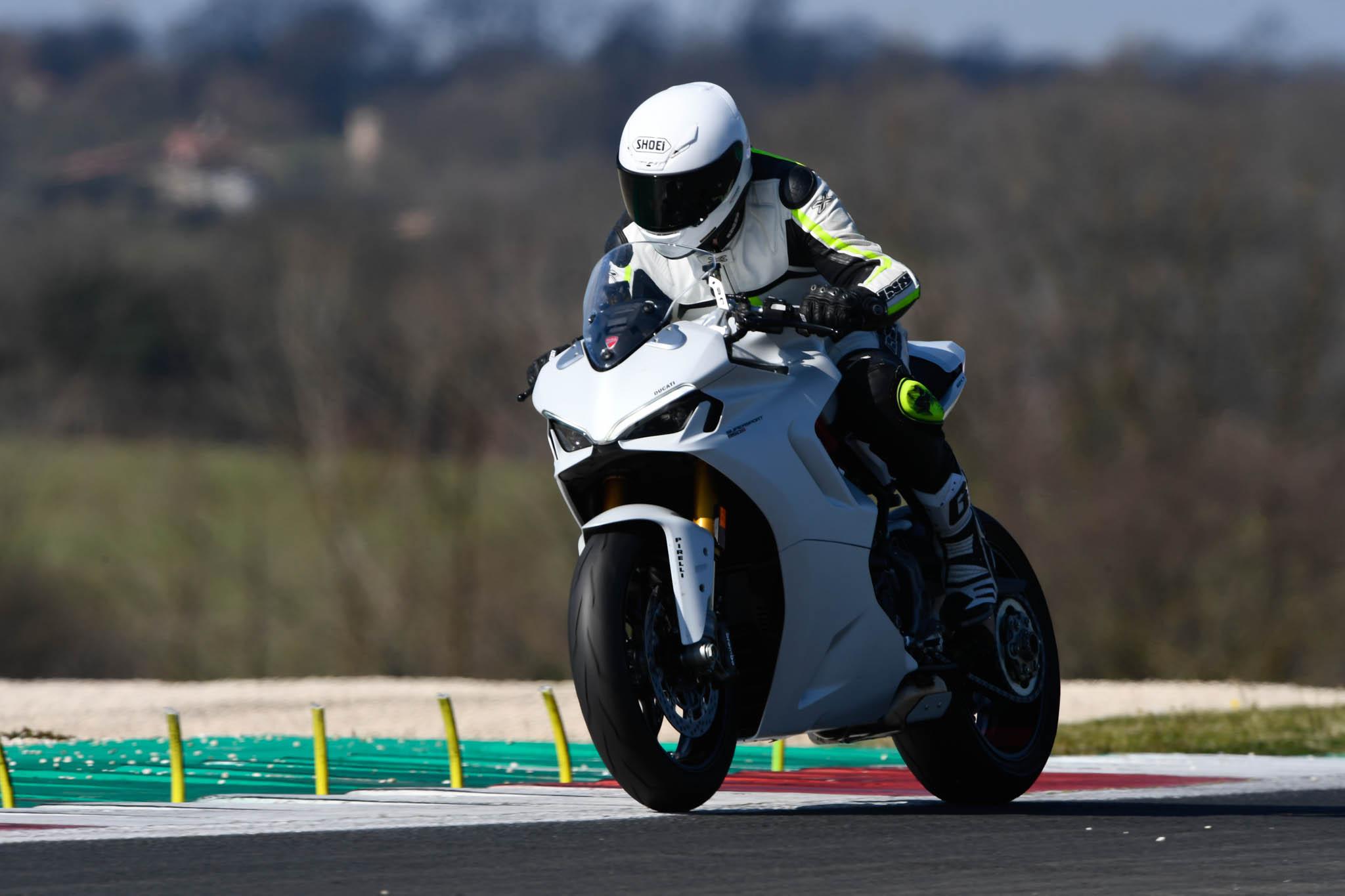 Ducati_SuperSport_950_2021-2