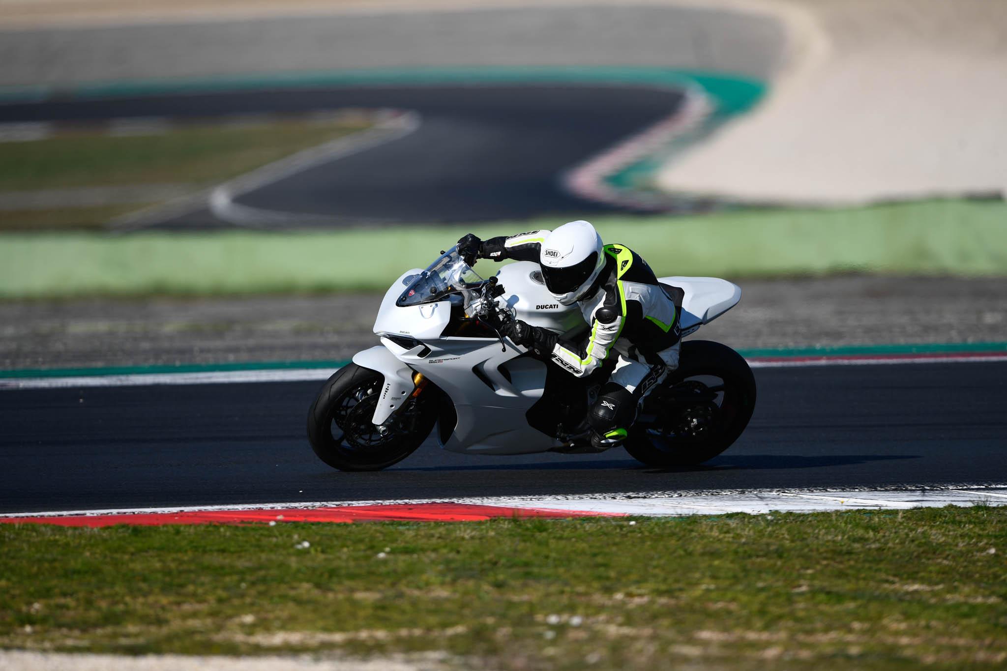 Ducati_SuperSport_950_2021-3