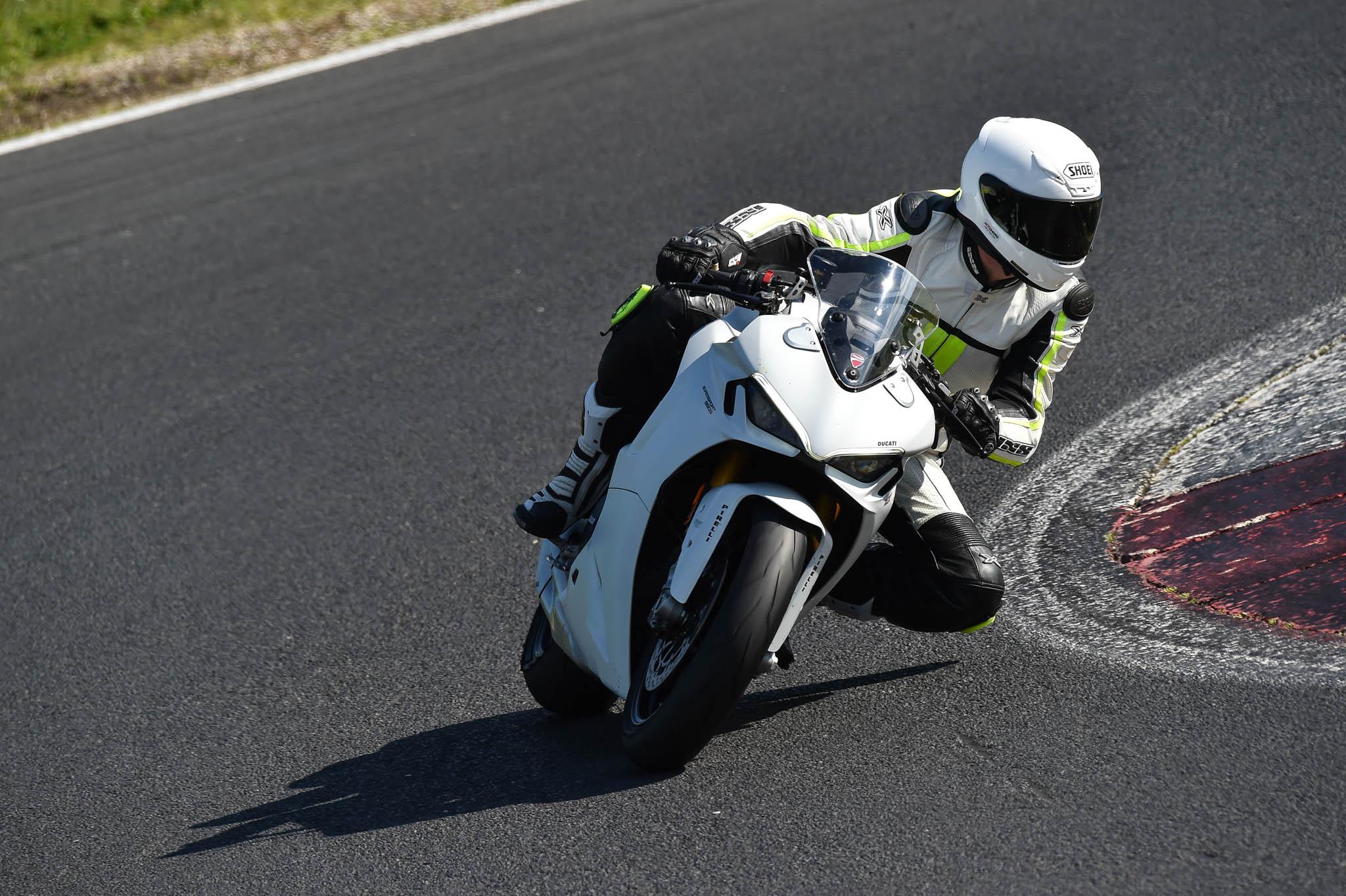 Ducati_SuperSport_950_2021-4