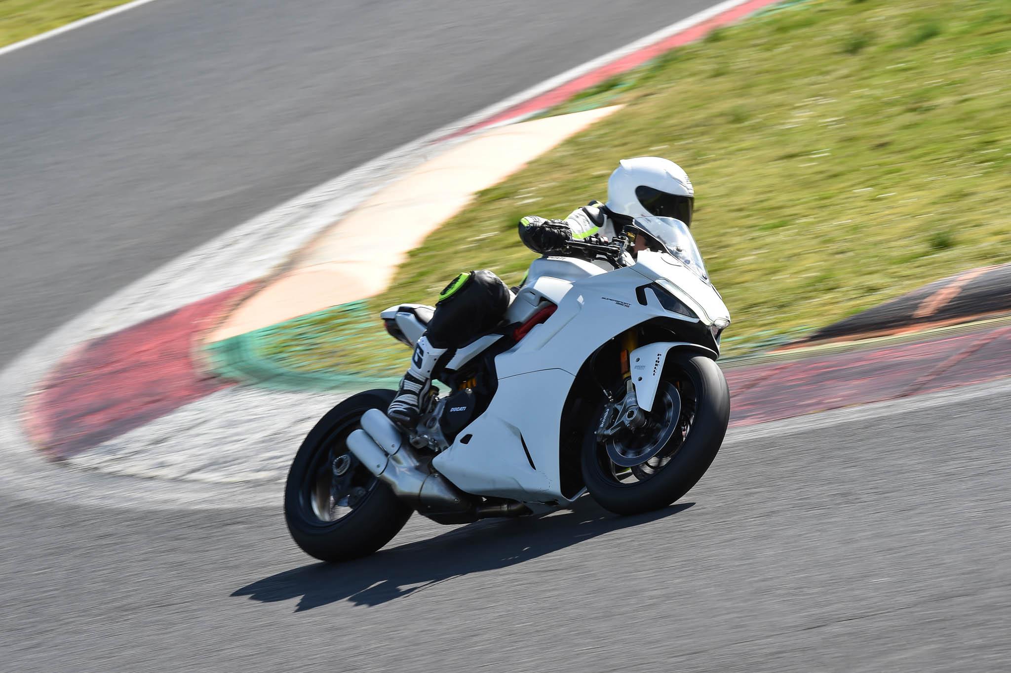 Ducati_SuperSport_950_2021-5