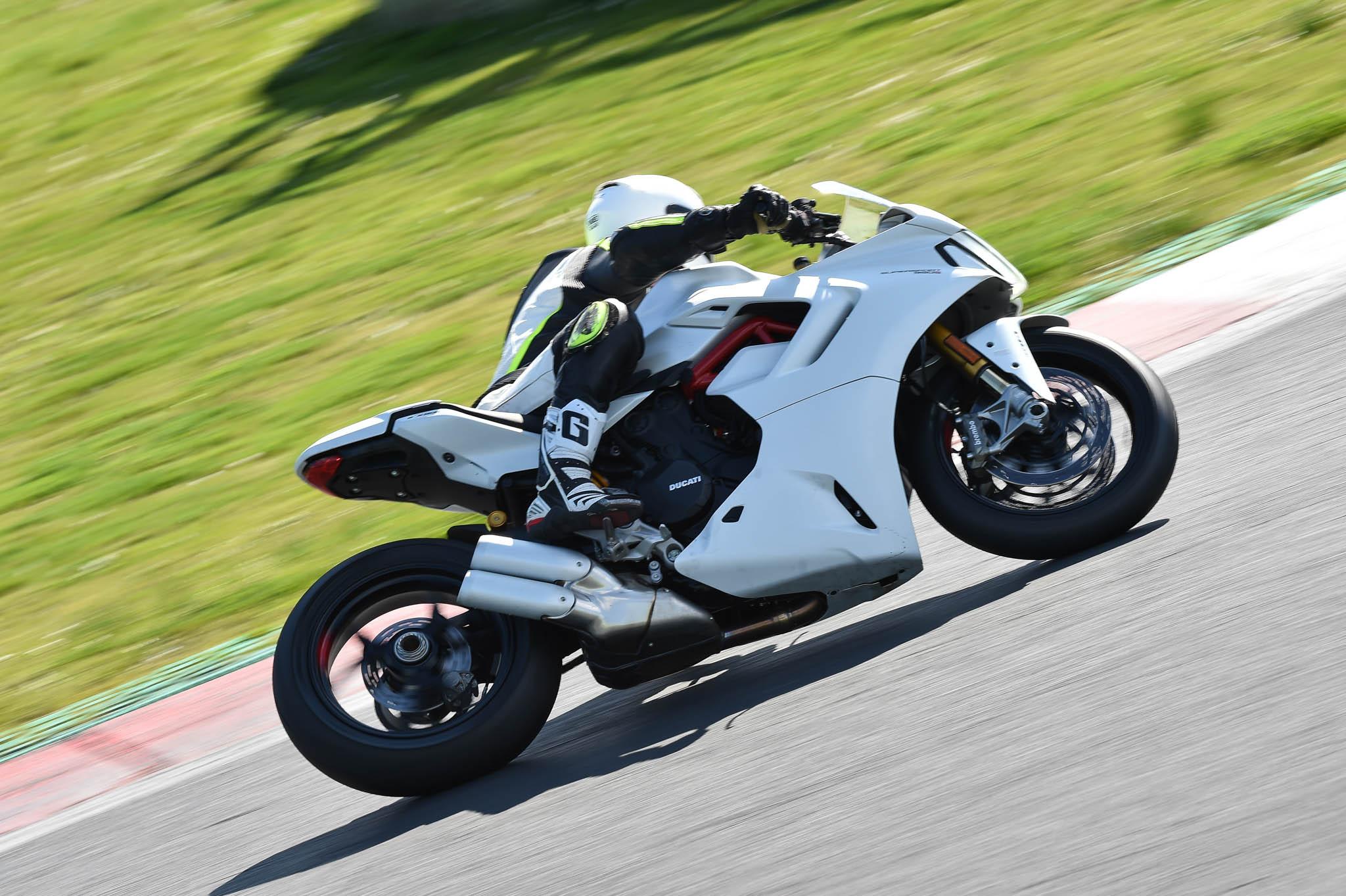 Ducati_SuperSport_950_2021-6