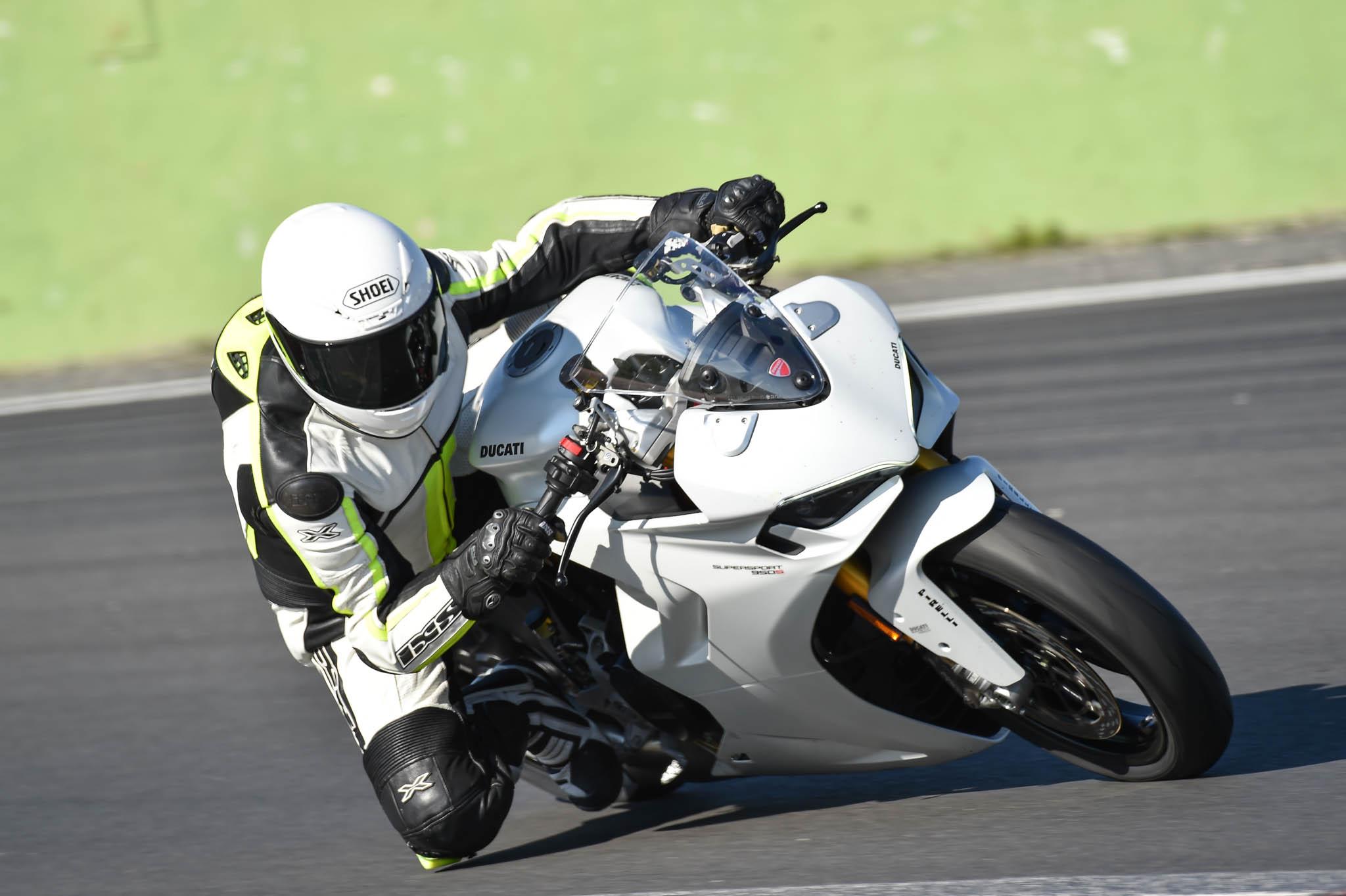 Ducati_SuperSport_950_2021-7