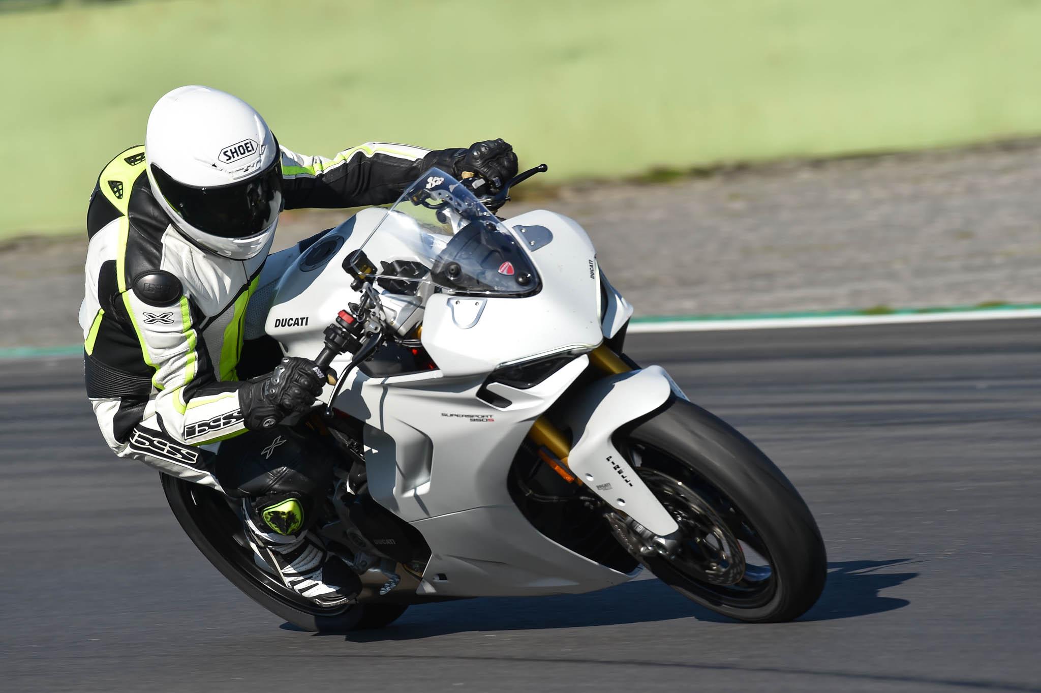 Ducati_SuperSport_950_2021-8